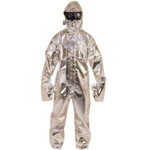 Buzo completo en ropa de protección para calor, llama o bombero forestal