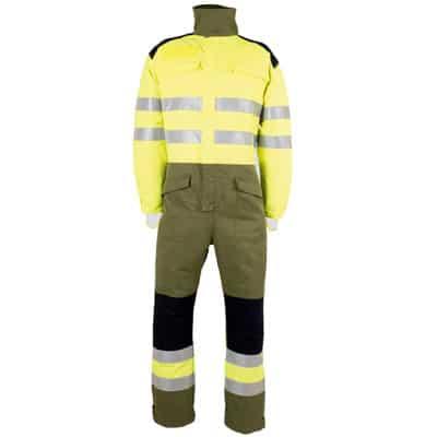 Buzo cerrado con fuelle de bombero forestal y ropa de protección