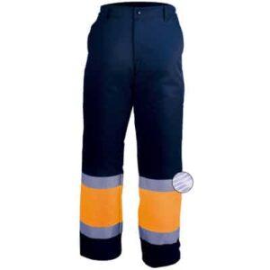 Pantalon con cremallera y boton azul y naranja en ropa de proteccion contra riesgos electrostaticos