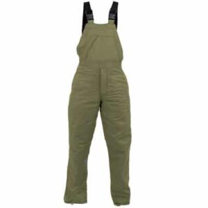 Pantalón verde tipo peto con tirantes en ropa de trabajo