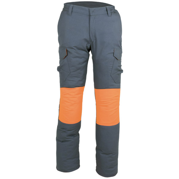 Pantalón oscuro cerrado con cremallera y botón en ropa de protección
